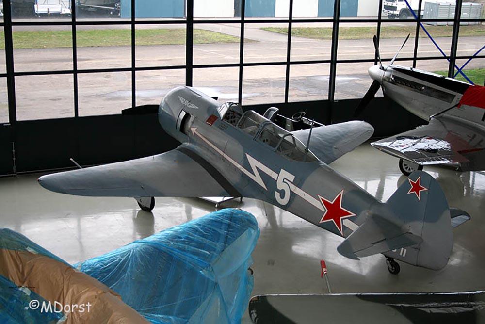 Yak-11_D-FJII_2009-12-06_1.jpg