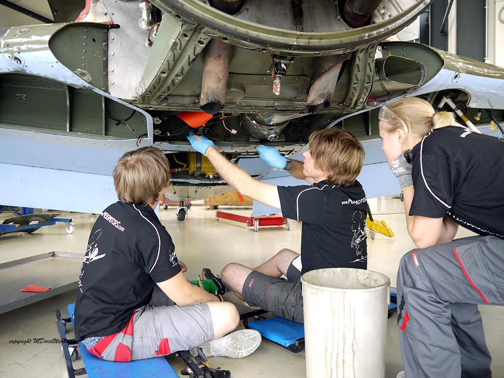 Yak-11_D-FYWM_2012-09-132.jpg