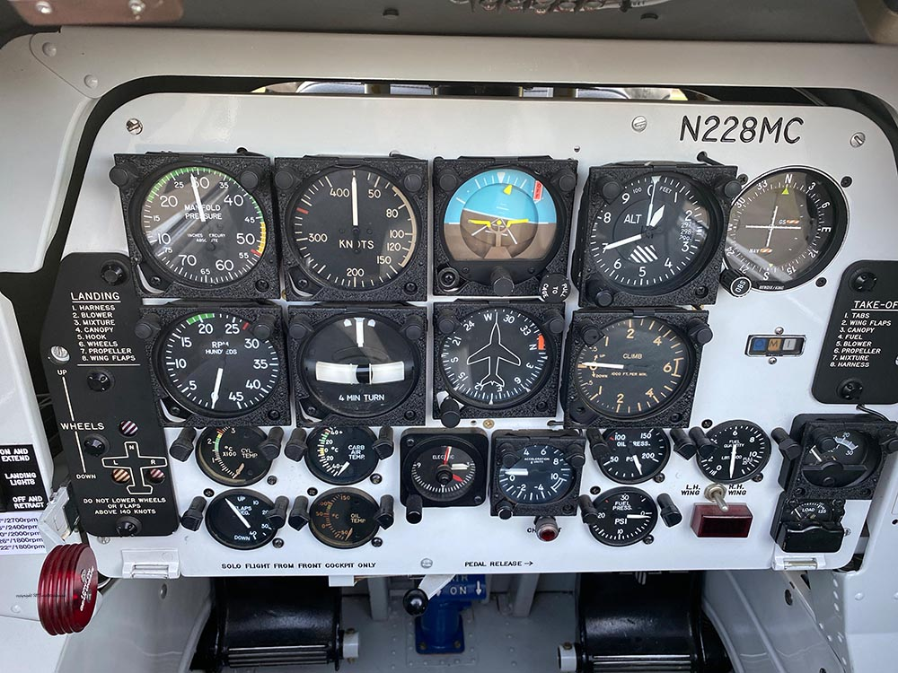NAA_T-28_N228AC_flight_-12.jpg