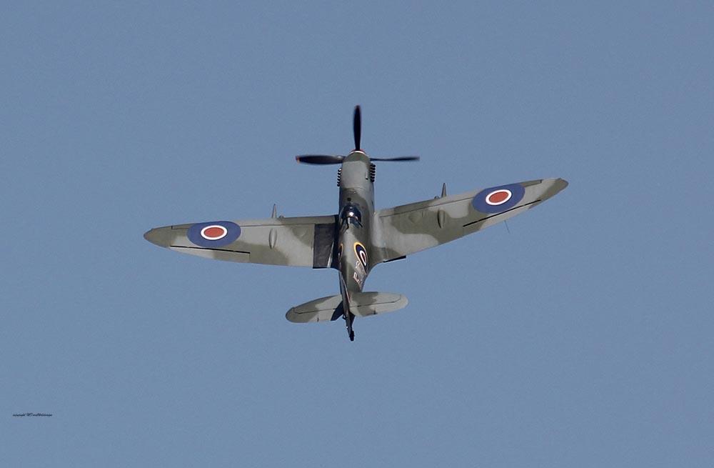Spitfire_MkXVI_TE184_2011-04-2035.jpg