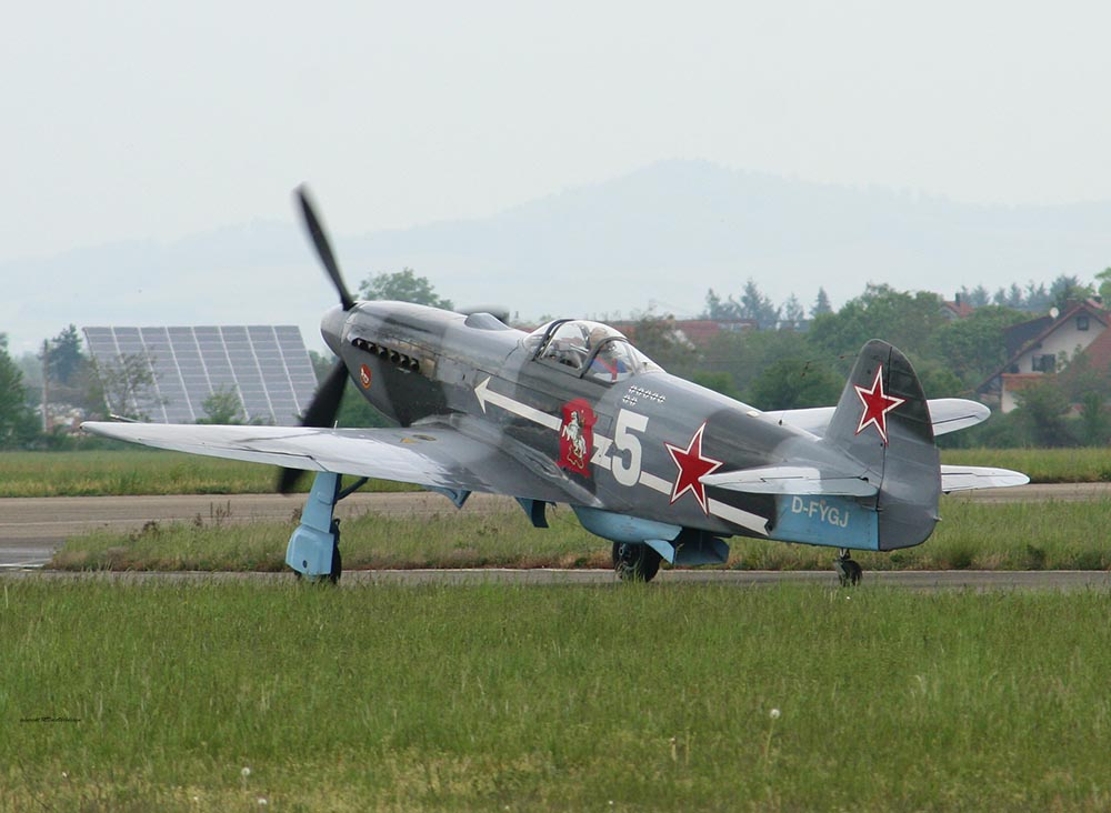 Yak-3_D-FYGJ_2010-04-308.jpg