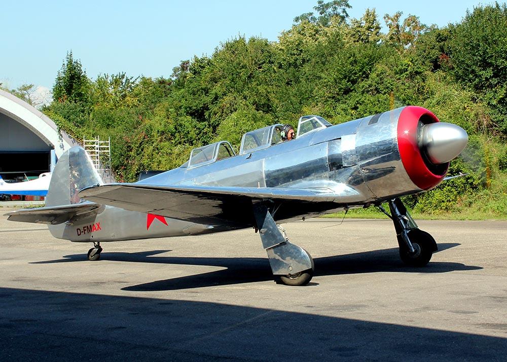 Yak-11_D-FMAX_2011-07-2916.jpg