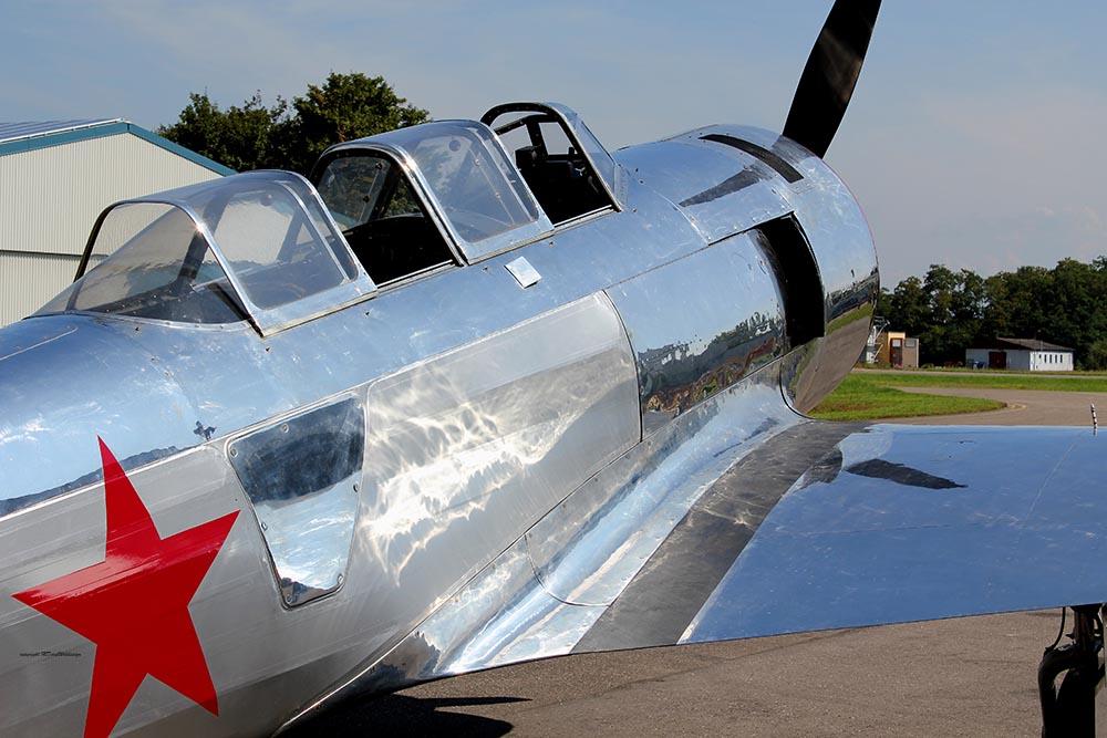 Yak-11_D-FMAX_2011-07-298.jpg